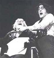 Суини реже гърла на театралната сцена