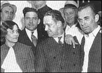 Скандалната снимка на Дилинджър с Естил и Холи