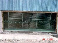 Зарешетените прозорци на гаража