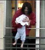 Висенето на бебето