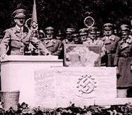 Хитлер говори на митинг