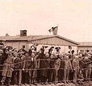 Затворниците в Дахау чакат освобождението си