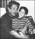 Модесто Кънанан със сина си Андрю