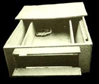 Кутията под леглото