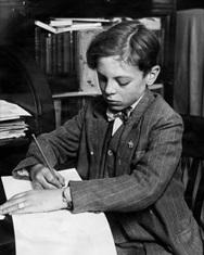 Артър Хъчинс дава проба от почерка си