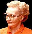 Доротеа Пуенте в затворническа униформа