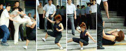 Корейски полицай изритва майката на една от жертвите на Ю