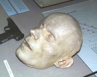 Смъртната маска на Мразек