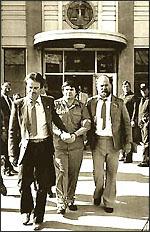 Артър Бишъп на път към съда