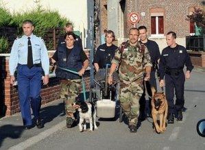 Полицията претърсва къщите на Котре с кучета