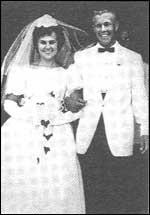Младоженците Кати и Чарли Уитман