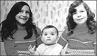 Шармейн (вляво), бебето Хедър и Анна Мари