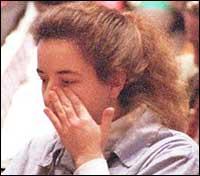Сюзън плаче в съда
