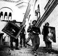 Нацистки войници крадат произведения на изкуството