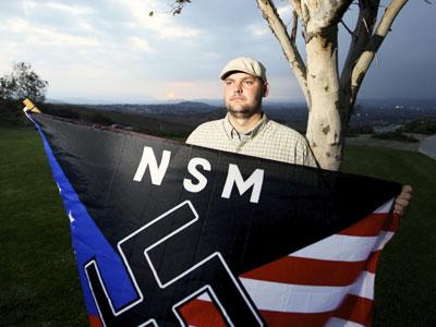 Многодетният баща Джеф Хол бе един от най-известните неонацисти в Съединените Щати.