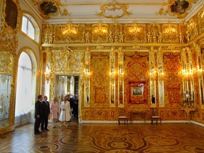 Путин и Шрьодер откриват новата Кехлибарена стая
