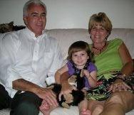 Кейли с баба си Синди и дядо си Джордж