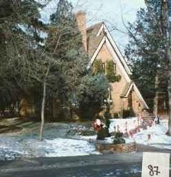Снежната покривка около дома на Рамзи