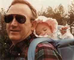 Джон Рамзи с бебето Джонбеней