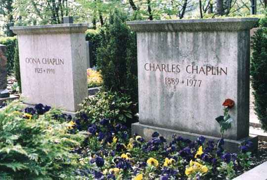 Гробът на Чаплин и Уна в Корсие сюр Веве. Снимка: Иван Бакалов