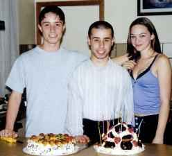 Емануел (вляво) и Рейчъл на рожден ден