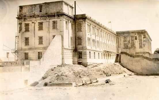 Работата по новия затвор започва през 1934 г.