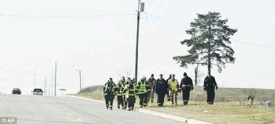 В издирването на Алиана се включват полицията, пожарната, включени са и полицейски кучета, претърсват се басейни, водоеми