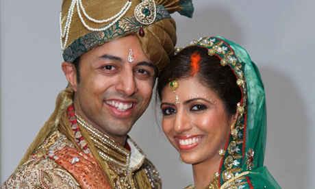 През юни 2010 година Ани и Шрин се сгодяват и на 28 октомври се оженват в Мумбай, Индия