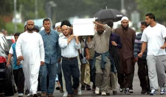 Погребалното шествие на малкия Ясин