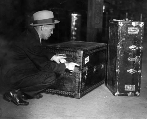 Куфарите, в които са открити телата на Ан и Сами