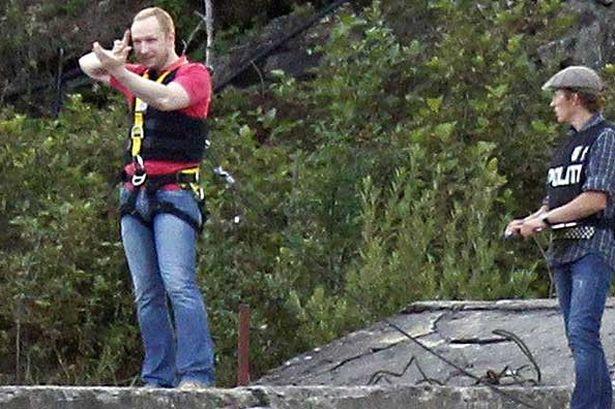 На 13 август Андерш Брайвик се връща в Ютьоя, за да помогне на полицията в реконструкцията на масовия разстрел