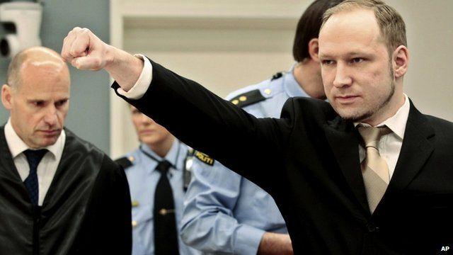 Брайвик отправя нацистки поздрав в съдебната зала