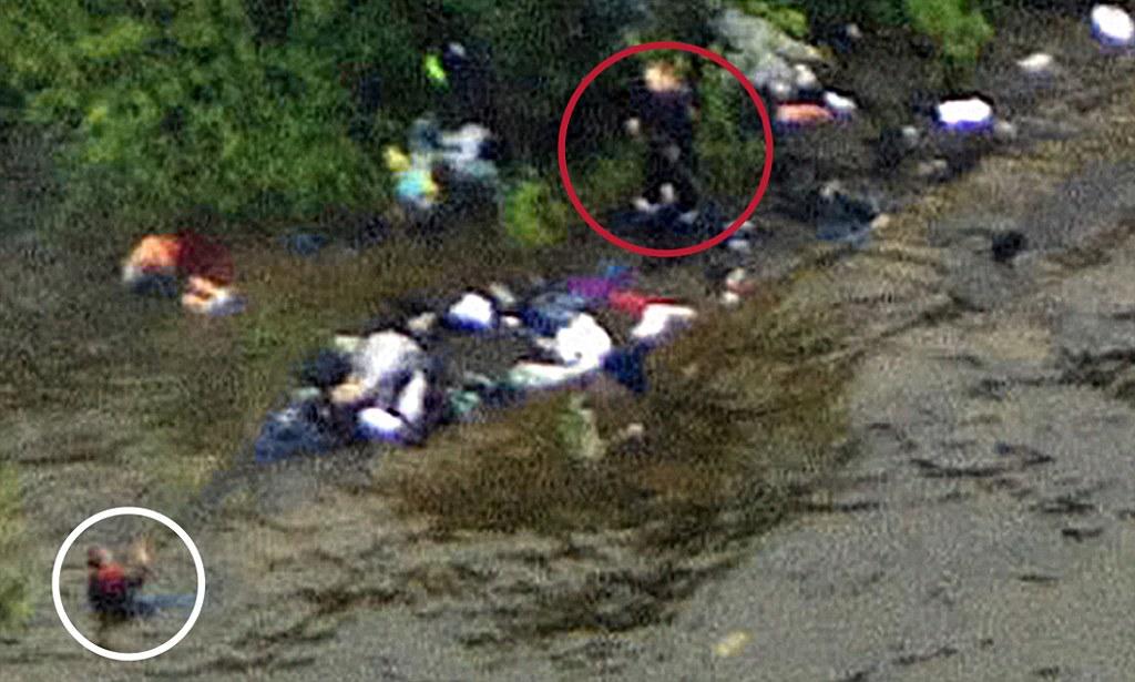 Ужасените младежи се криели в сградите, зад скалите, по дърветата и във водата, но никъде не били в безопасност