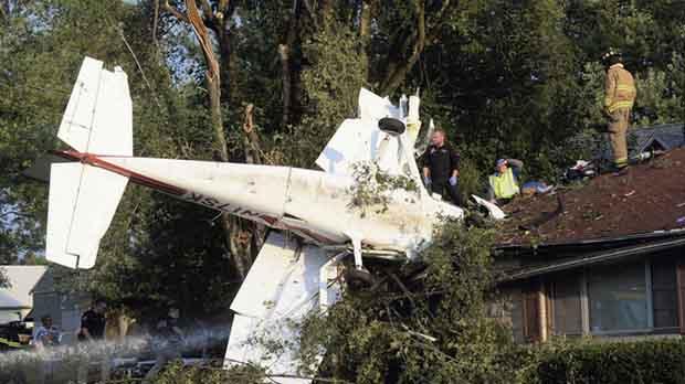 Мъж разбива самолет в дома на тъщата