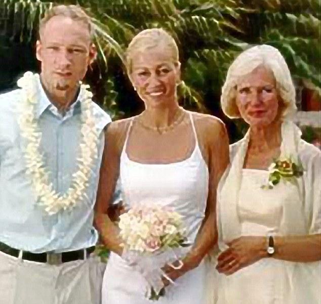 Андерс Брайвик със сестра си и майка си
